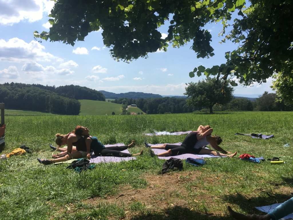 "Retreat ""Silvias Farm"", 2019 Yoga mit Inka an Kraftplätzen in der Natur"