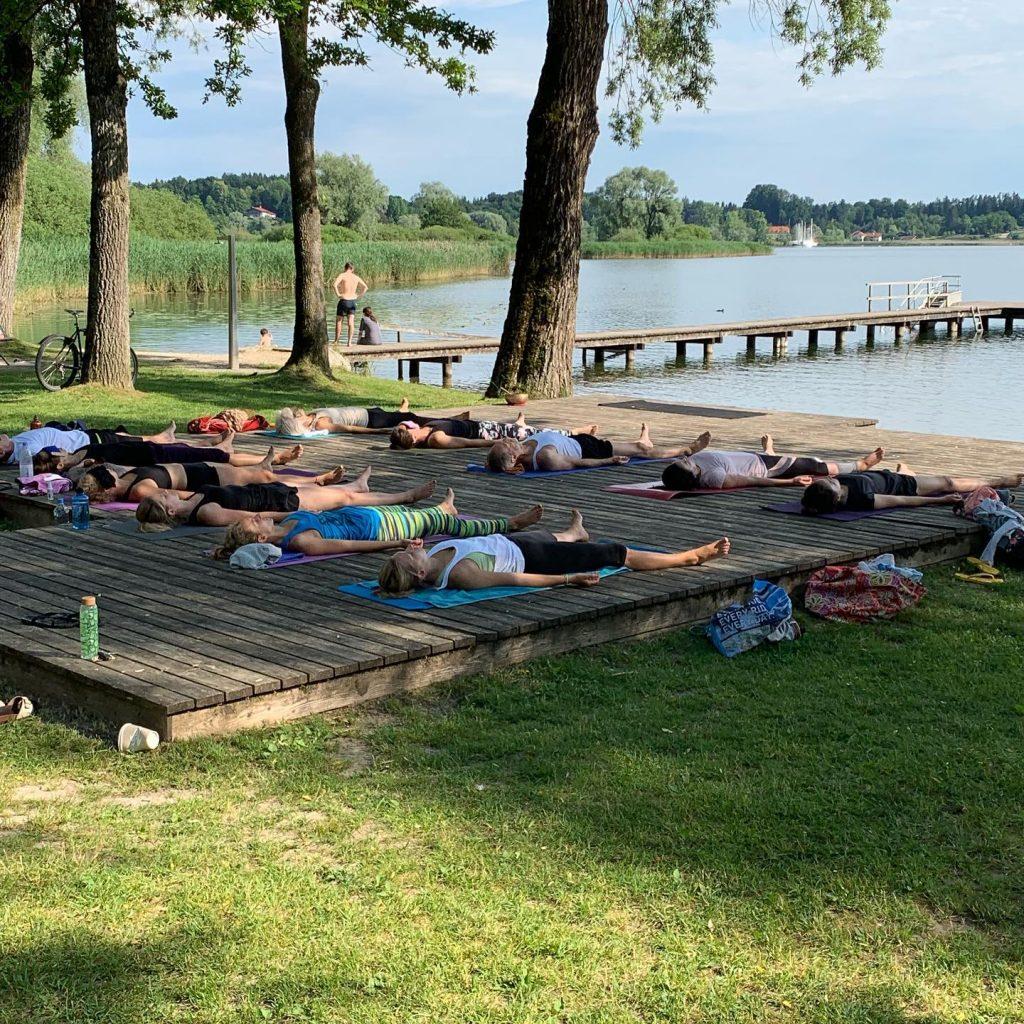Sommer, Sonne, Yoga Urlaub im Chiemgau, nahe zu Bergen und ...